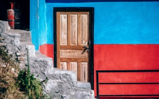Как установить доборы на входную металлическую дверь