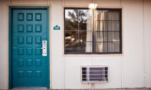 Как выбрать доводчик для входной двери