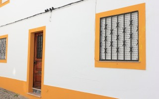 Как выбрать двери с фрамугой