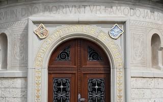 Особенности дверей со скрытыми петлями
