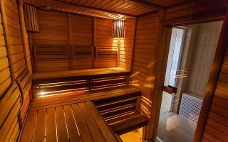 Как установить дверь в бане своими руками