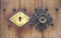 Как отремонтировать дверной доводчик