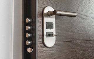 Входные двери в квартиру из стали