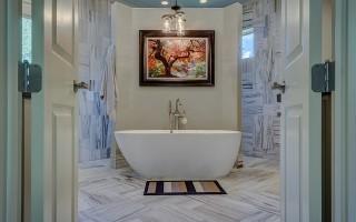 Как установить дверь в ванной комнате и туалете своими руками