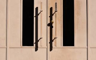 Особенности двери-гармошки из дерева
